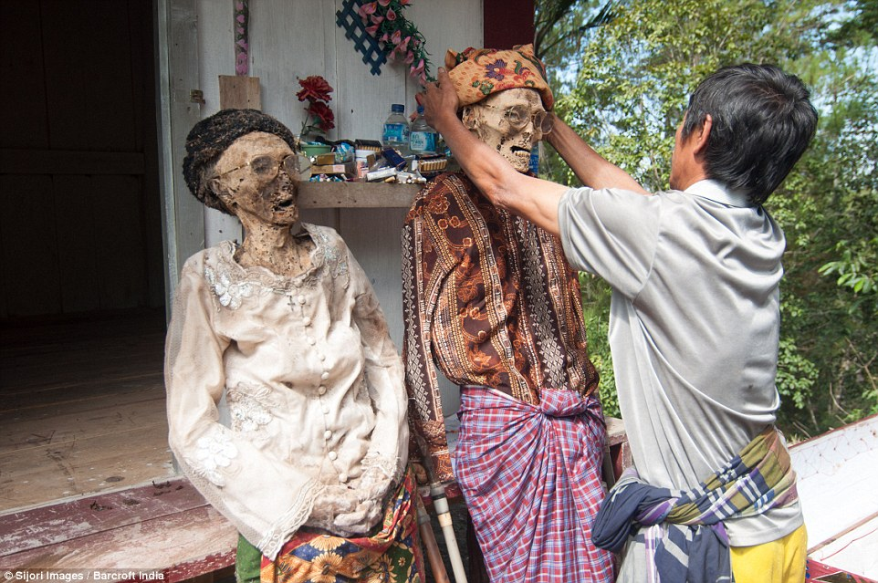 The Ceremony of Cleaning Corpses: Burial Rituals of the Toraja – The Rockstar Anthropologist